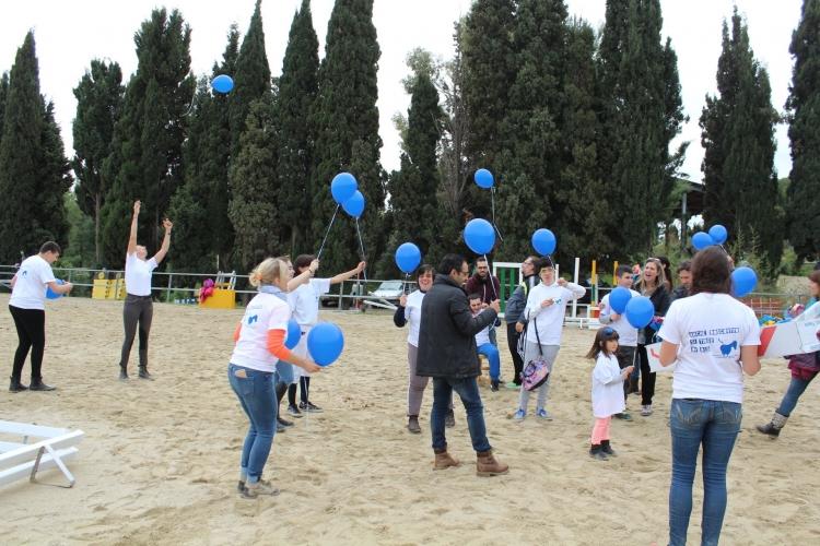 1050_Lancio palloncini con ragazzi disabili